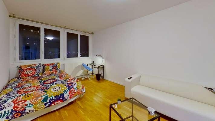 Chambre studio de 20m² avec lit double, bureau. Au calme avec double vitrage, le tout sans aucun vis-à-vis